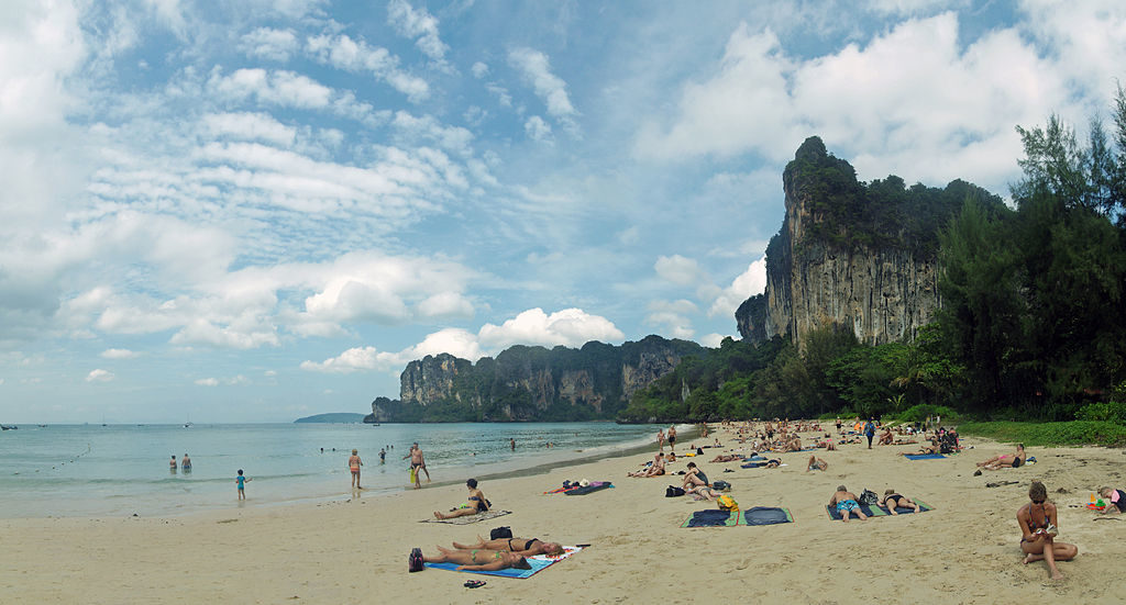 1024px-Railay_Beach_4